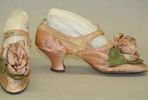 Shoes and Clothes from THE past. / Kleding en schoenen van lang geleden. 1600-1800
