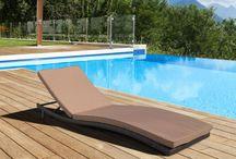 #arredo #piscina #garden #swimming pool #furniture / Lettini prendisole e divani letto da giardino e bordo piscina in rattan sintetico intrecciato a mano