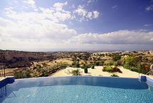 Luxurious house with overflowing swimming pool / Luxurious house with overflowing swimming pool... www.technologypools.co.uk