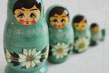 Matrjoskák / Amikor beleszerettem az orosz nyelvbe és művészetbe, s magába Oroszországba - a matrjoskákat is megszerettem. Nekem is van 1-2. s itt is gyűjtöm őket.
