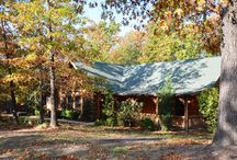 Deer Tracks Lodge / A fully equipped, beautifully decorated 3/3 cabin near downtown Branson MO. Get away with family or friends and enjoy all that Branson, Lake Tablerock, and the Ozarks have to offer!