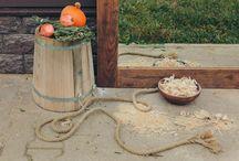 Деревенский шик / Нас очень вдохновляют аутентичные русские избы: их убранство, деревянная мебель, маленькие детали интерьера, полевые цветы, теплые свежеиспечённые в печи пирожки, кружевные салфетки на столах, баночки с домашним вареньем и солёными огурчиками в погребе, пение петухов на рассвете, колодец с водой... Мы очарованы и вдохновлены этой атмосферой и хотим поделиться ею с вами!
