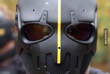 """Wessel baartman 2HD handvaardigheid / Mijn idee voor mijn masker is iets wat ik veel doe (PlayStation) laat overlopen in iets wat ik minder leuk vind om te doen (school). Dat wil ik in elkaar over laten """"druipen"""""""