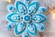 Ornamenti in pasta modellabile sintetica