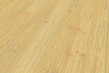Tilo Landhausdiele Senses / Tilo Parkett ist ein in Österreich ansässiges Familienunternehmen, das seit 1950 hochwertige Böden herstellt. In der Firmenzentrale in Lohnsburg arbeiten 270 Mitarbeiter, alle haben dabei ein gemeinsames Ziel: Den Ansprüchen und Wünschen der Kunden, also Ihnen, zu 100% gerecht zu werden und somit individuelle Lebens(t)räume wahr werden zu lassen. In unserem Online-Shop finden Sie das gesamte Tilo Parkett Sortiment, vom Schiffsboden bis zur XXL Landhausdiele!