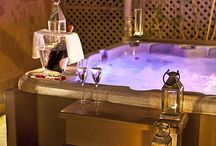 Hot Tub Date Night / Have a hot tub and single? These hot tub date night ideas will surely win over your date-to-be.