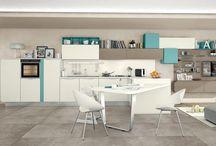 Moderné kuchyne / Súčasné zariadenie: moderné vypracovanie vytvára unikátny priestor s inovatívnym dizajnom, kde forma a funkcia každého prvku obohacuje jedinečné detaily kuchyne. Moderné kuchyne z Ellebi Design Studio dokonale spájajú skúsenosti remeselnej tradície s najnovšími trendmi v dizajne.