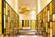 Centrum Handlowe Jantar Słupsk / Największy kompleks handlowo-rozrywkowy w Słupsku i jeden z największych w północnej Polsce. Nazwa i stylistyka nawiązuje do występującego nad Bałtykiem bursztynu (łac. Jantar). Wykorzystane produkty Farb Kabe:Prolatex i Bugoflex