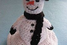 Free Snowman Crochet Patterns / All kinds of snowman patterns: dolls, ornaments, etc and all are free!