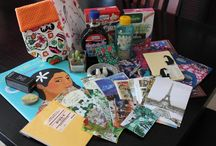 Les Swaps XL / Nos Swaps XL, des swaps Magnum parce que la vie est une question de priorités!  Colis postaux à budgets plus conséquents qui contiennent une série de cadeaux.  http://parpigeonsvoyageurs.forumactif.org/