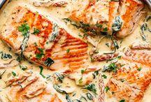 Salmon with white sauce
