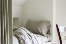Кровать на подиуме в нише