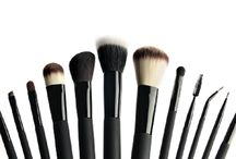 LOLA make-up brushes / The essential tools to make the most of your make-up