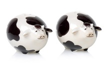 Cow and piggy salt and pepper shakers / by Marianne Bondalapati