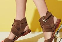 Flat sandals / find different styles of flat sandals.