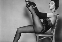 burlesque / burlesque creates an erotic atmosphere