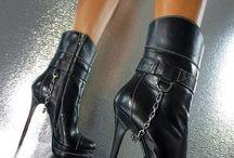 Hochhackige Schuhe