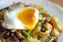 Breakfast delights / Eggs on pesto