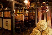 古民家に泊まろう The old folk house in Japan / 刻んだ歴史を感じる、重厚感ある佇まい。その門をくぐれば、昔懐かしい日本の情景に心ほどかれます。そんな全国選りすぐりの「古民家宿」ご紹介。