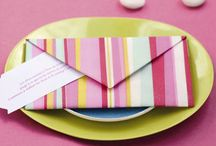 Pliages de serviettes / Des modèles de pliage de serviettes faciles à réaliser et adaptés à toutes les occasions (Noël, Pâques, Saint-Valentin, anniversaire...).