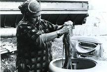 tricot cowichan ( canada) / Ce sont les motifs créés par les indiens Salish (de la région de la Colombie britannique au Canada) de la région du Cowichan. Dans les 1800, le Fair isle fut introduit au Canada par le biais des européens puis des soeurs missionnaires qui apprirent ces motifs aux jeunes enfants et femmes Cowichan dans les écoles. Ce qui apporta une source de revenus pour les familles tout en filant la laine des chèvres.
