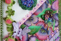 Postales de tela con adornos y botones