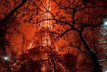Tour Eiffel / Nella Città della Luce non c'è da stupirsi che la sua icona globale la Torre Eiffel, sia il monumento a pagamento più visitato al mondo ed io non potevo fare a meno di rendere omaggio e postare qui per i lettori ed anche gli amanti!  Senza ulteriori indugi, cari amici, divertitevi con i vari angoli che mettono in risalto la bellezza affascinante di questo colosso di ferro battuto, simbolo della rivoluzione, dell'arte ed ingegneria francese.