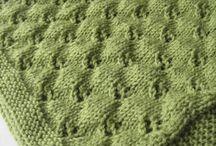 Lavori a maglia con ferri e telaio