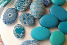 boyalı taşlar