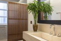 Design para o WC da Suite / Banca beije com móvel madeira/chão mesmo tom da bancada/vidro embutido