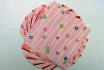 Origami Papier / Durch die traditionsreiche Papierdrucktechnik hat das Papier leuchtenden Farben. •Das Muster ist an den japanischen Kimonostoffen orientiert, z.B. verschieden Kirschblüten Motive