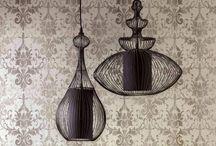 Tapeten mit Ornament-Design - angesagt wie nie / Tapeten mit Ornamenten sind absolut trendig. Mal hipp, mal klassisch, mal ausgefallen. Aber nie langweilig.