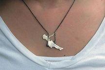 "Necklaces el diferente / Just a ""little"" different necklaces … Funny, creative, original – EXTRAVAGANT!"