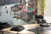 Velencei hangulat az otthonodban / Velence nem csak a karnevál ideje alatt csodás. Ha téged is rabul ejtett a Gondolák városának szépsége, az otthnodba is varázsolhatsz egy csipet velencei hangulatot, modern fotótapéták segítségével.