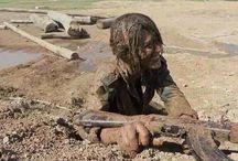 KOBANE : riscatto e libertà / Curdi, tra cui molte donne, combattono fieri e coraggiosi contro i nuovi barbari dell'Is