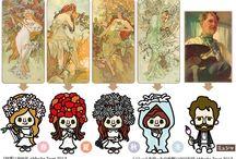 ミュシャ展 × PansonWorks / 様々なキャラクターと独自の魅力溢れるコラボレーションを続けるデザイナー「PansonWorks(パンソンワークス)」によって、ミュシャの作品の中でも人気のある《四季》シリーズの美女たちが可愛らしいキャラクターに大変身。ポストカード、クリアフォルダをはじめ、いくつも揃えたくなるグッズが登場します。