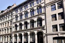 433 rue Ste-Hélène, Vieux Montréal / À la fois ÉLÉGANT & MODERNE, ce condo est situé dans le splendide édifice historique conçu par l'illustre architecte William Spier en 1873. À la tombée du jour, des lampes à gaz d'époque veillent sur l'élégante rue Sainte-Hélène et offre à ses résidents l'environnement le plus exclusif de tout le Vieux Montréal! *Un espace de stationnement intérieur ainsi qu'un espace de rangement au sous-sol sont inclus avec cette unité.