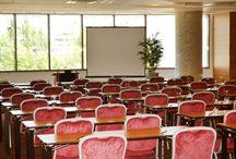 Conference and Events Hall / Va stam la dispozitie de asemenea cu Premier Conference & Events Hall, potrivit pentru conferinte si evenimente corporate la cele mai inalte standarde calitative, cu un potential de pana la 170 participanti. Dotarile tehnice sunt de ultima generatie: traducere simultana, ecran de proiectie de 5 mp, pupitru de conferinta digital, sisteme audio si video performante, internet Wi-fi de mare viteza etc.