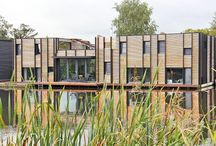 Woonark in de Amstel / Wonen op het water met het comfort van natuurlijke materialen.