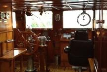 SHIPS BRIDGE & WHELHOUSE