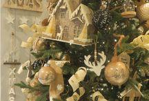 We love a gold christmas decor