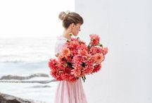 mujer y flores ( bella union ) / si se juntan dos cosas de las mas bellas de este mundo, hacen esto.... una mujer con flores en sus manos