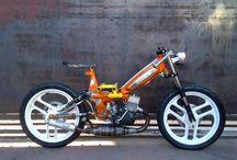 bicikli,motorok.