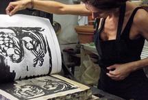 Arte e Artigianato Senese / Le terre di Siena conservano tantissimi tesori, ma ancora oggi sono molte le vecchie botteghe artigianali ancora attive. Centri espositivi, Musei e percorsi d'arte mozzafiato