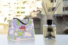 Ortigia / ORTIGIA di SICILIA- Italia - Eau de Parfums -Såper,  Kroppspleieprodukter og dufter til hjemmet. 100% naturliga ingredienser - produkter basert på eksklusive duftextrakter og oljer fra naturen på Sicilia. Ikke testet på dyr og inneholder ikke unødige kjemiske tilsetninger som f.eks. sls og parabener. Produktene er bl.a. basert på mandelolje, avokadolje, olivolje. Unike innpakninger  designet av Sue Townsend,