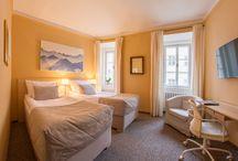 Rooms & Suits / V našem hotelu čeká na vaši návštěvu 20 moderně vybavených pokojů ve variantách Standard, Superior, Suite a Suite SALVA.