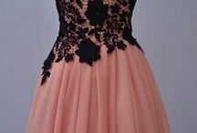 sukienki / Tablica przedstawia sukienki, które zostały zaprojektowane przeze mnie.