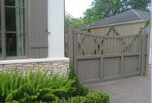 Brama / Rożne materiały i możliwości użyte przy ogrodzeniach