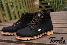 Toods Subzero Series Any Seasons / Toods footwear Subzero Series terbuat dari jeans hitam terbaik yang tidak akan ceoat luntur ketika di pakai. Sepatu ini berjenis sepatu Mid Cuts boots dengan 7 eyelets tipe Moc toe. Info pemesanan 085722140202
