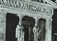 Templi Greci / Questa bacheca contiene il Tesoro dei Cnidi, Il tempio di Artemide a Efeso e il frontone del tempio di Artemide a corfù.